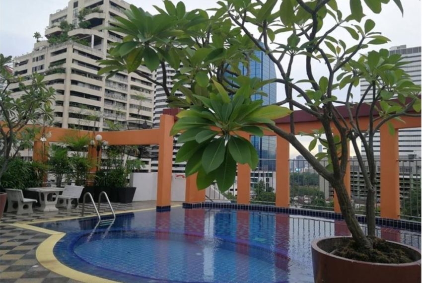 The Prime Suites Sukhumvit 18 Condominium - swimming pool