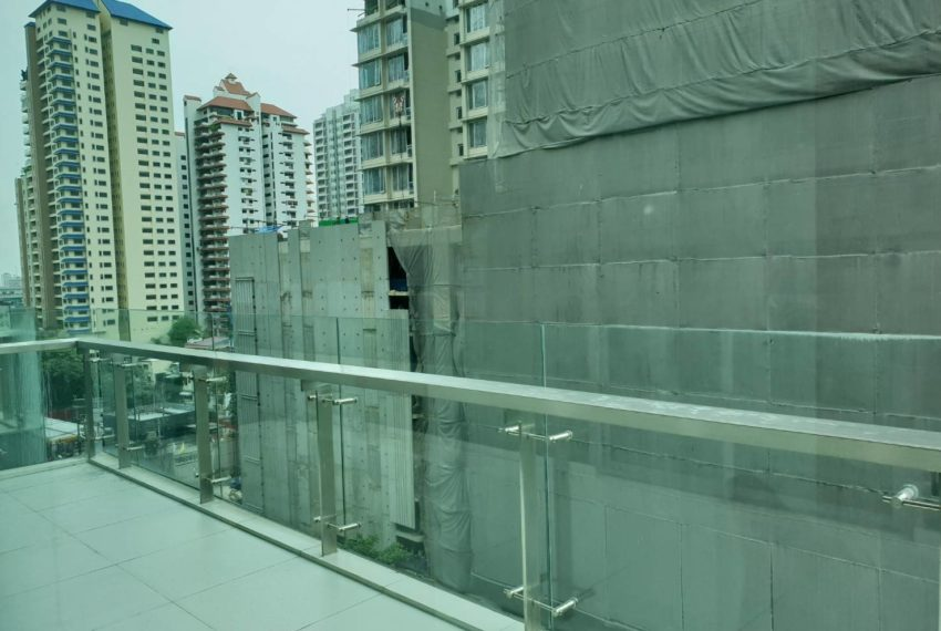 The-Room-Asoke-duplex-midfloor-room-big-balcony