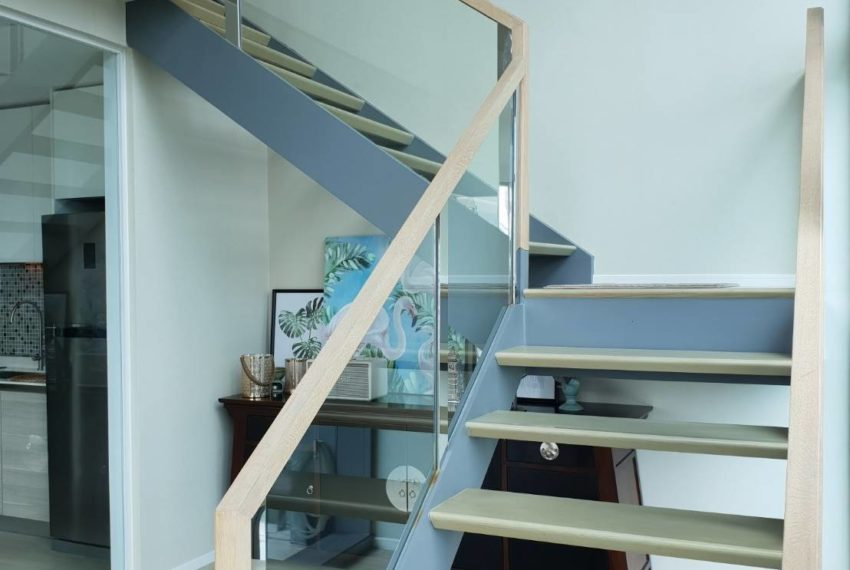 The-Room-Asoke-duplex-midfloor-room-stairs