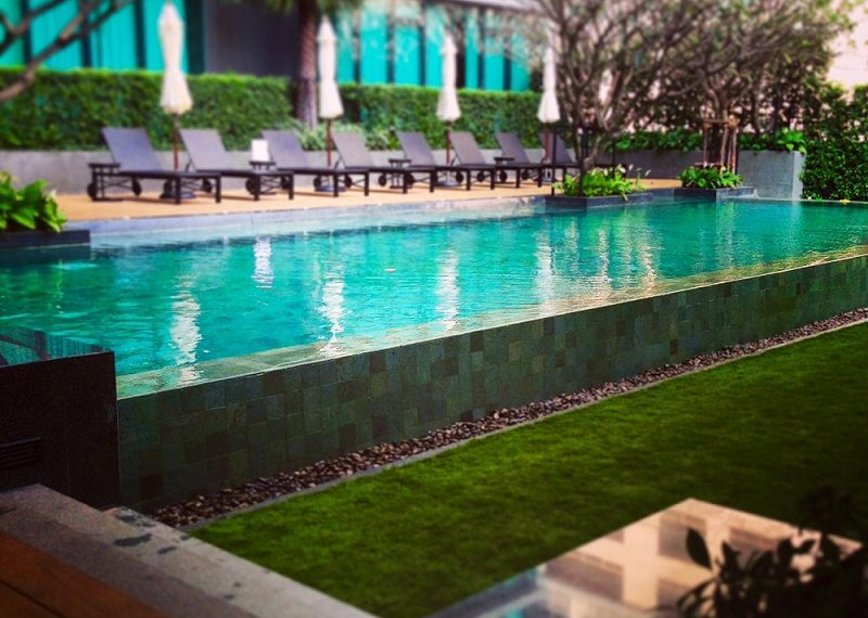 The-Room-Asoke-swimming-pool