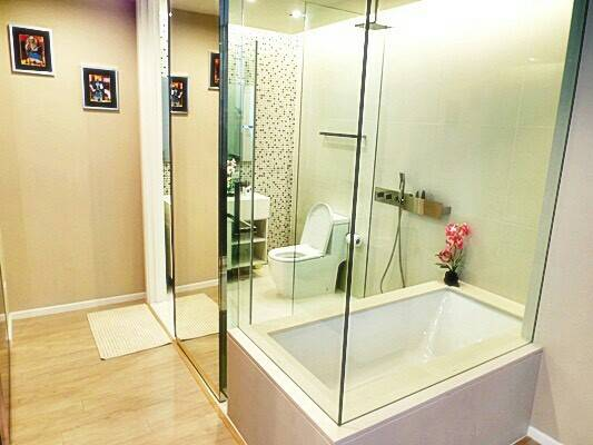 The Room Asoke toilet 01