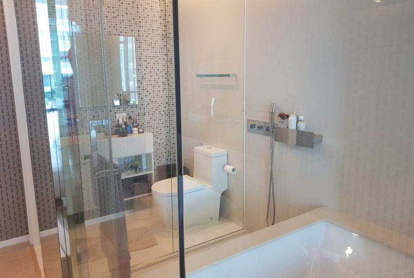 The-Room-Sukhumvit-21-1bedroom-sale-bathtub