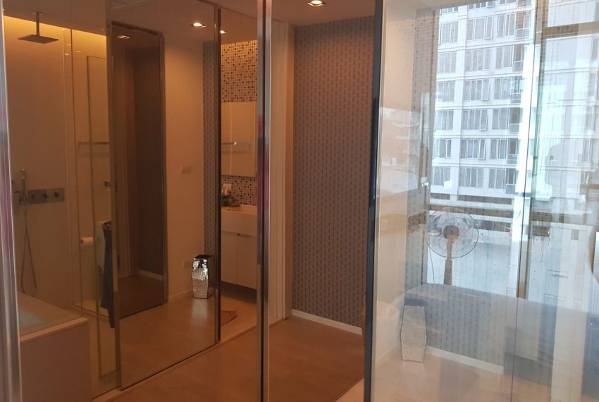 The-Room-Sukhumvit-21-1bedroom-sale-builtin-closet