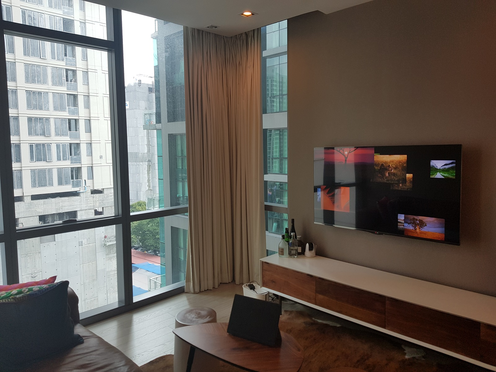 Nice Condo on Mid-Floor in The Midst of Asoke With Pool View