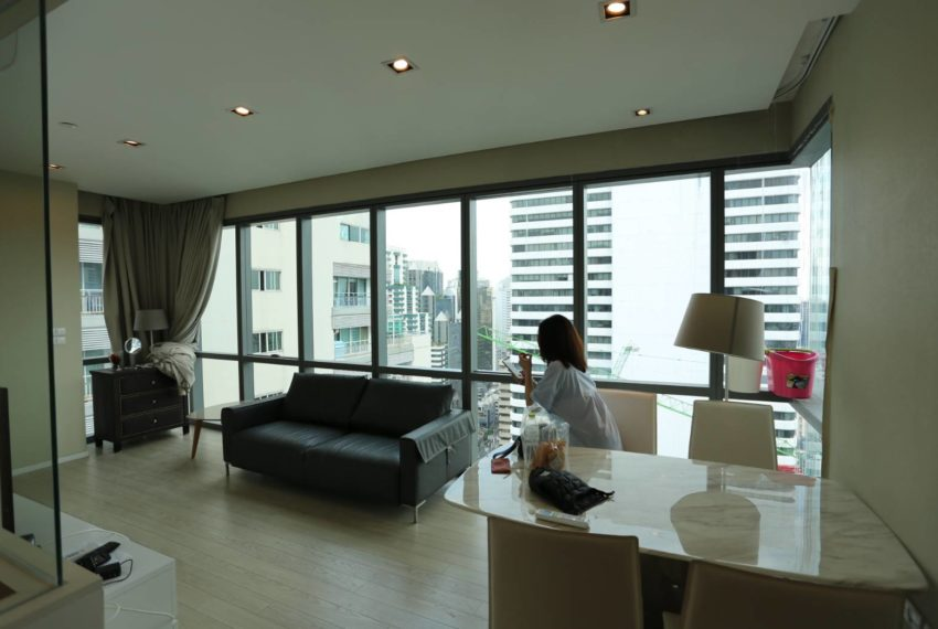 The-Room-Sukhumvit-21-duplex-2-bedroom-living