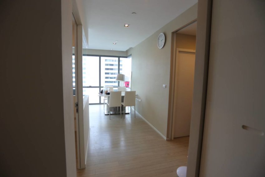 The-Room-Sukhumvit-21-duplex-2-bedroom-living-area