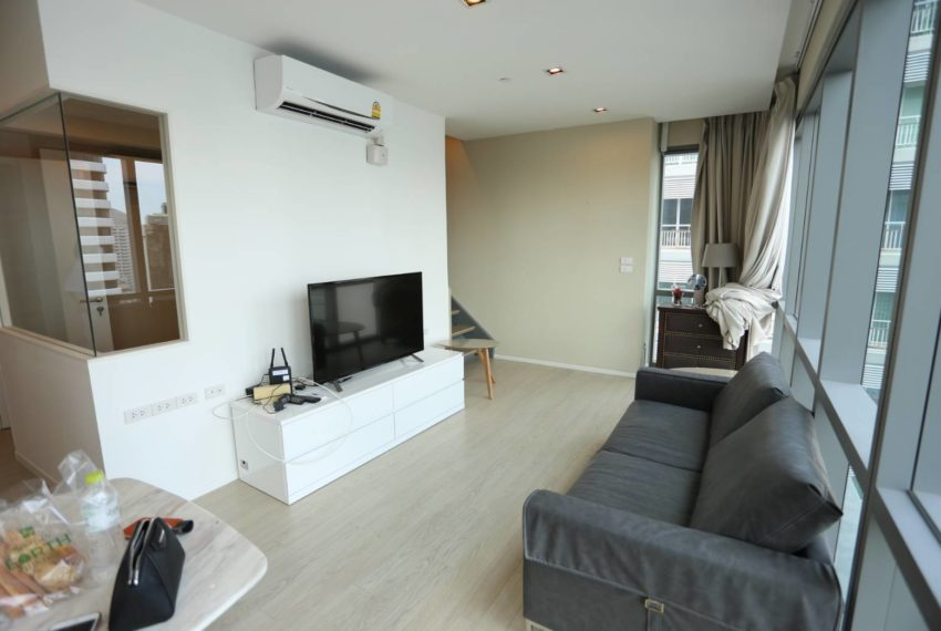 The-Room-Sukhumvit-21-duplex-2-bedroom-living-room