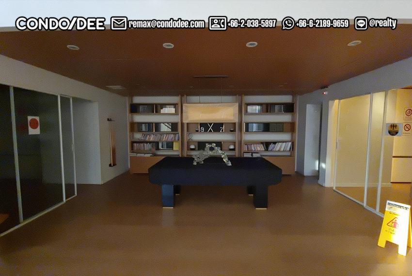 The Room Sukhumvit 21 - library