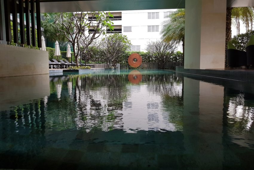 The Room Sukhumvit 21 - pool