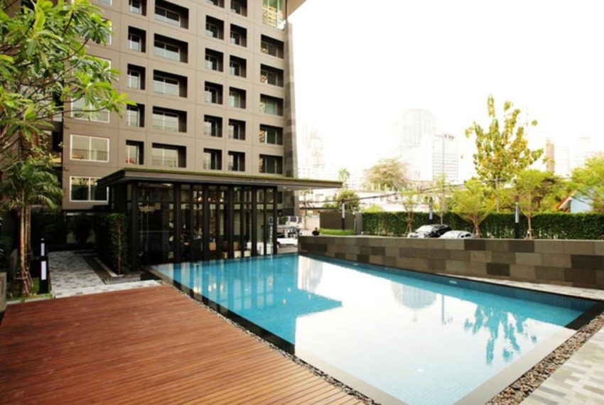 The Seed Musee Sukhumvit 26 condo - open swimming pool