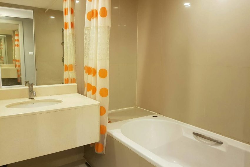 The-Trendy-Condominium-Sukhumvit-13-2-bedroom-RENT-bathroom