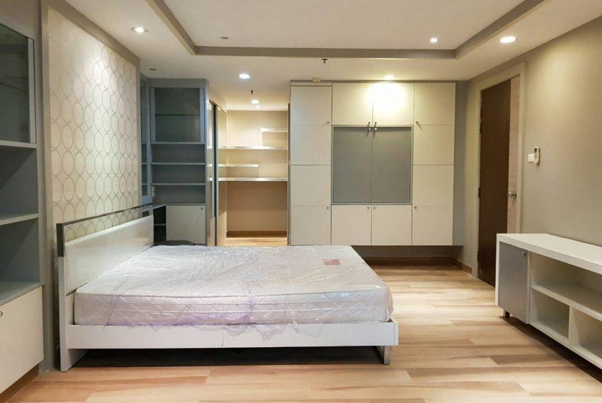 The-Trendy-Condominium-Sukhumvit-13-2-bedroom-RENT-bed