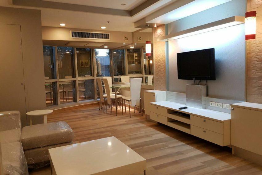 The-Trendy-Condominium-Sukhumvit-13-2-bedroom-RENT-flat-TV