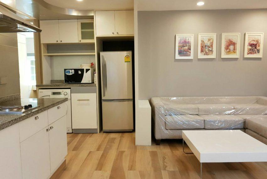 The-Trendy-Condominium-Sukhumvit-13-2-bedroom-RENT-fridge