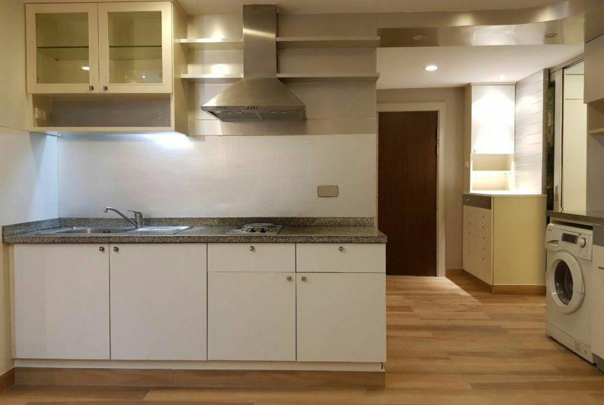 The-Trendy-Condominium-Sukhumvit-13-2-bedroom-RENT-kitchen