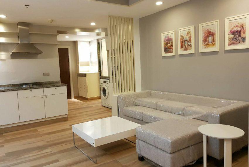 The-Trendy-Condominium-Sukhumvit-13-2-bedroom-RENT-living-area