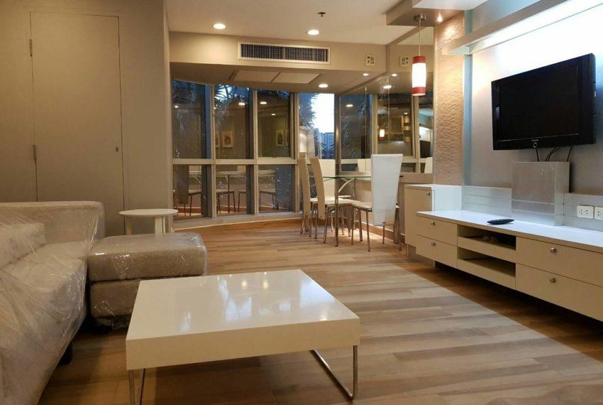 The-Trendy-Condominium-Sukhumvit-13-2-bedroom-RENT-living-room