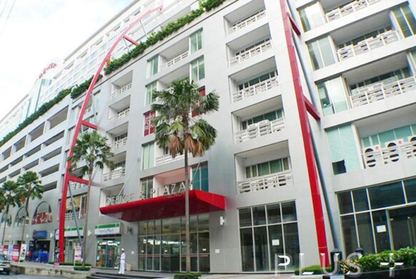 The Trendy Condominium in Sukhumvit 13 - retail on premises