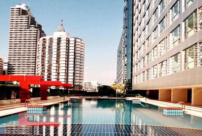The Trendy Condominium in Sukhumvit 13 - swimming pool