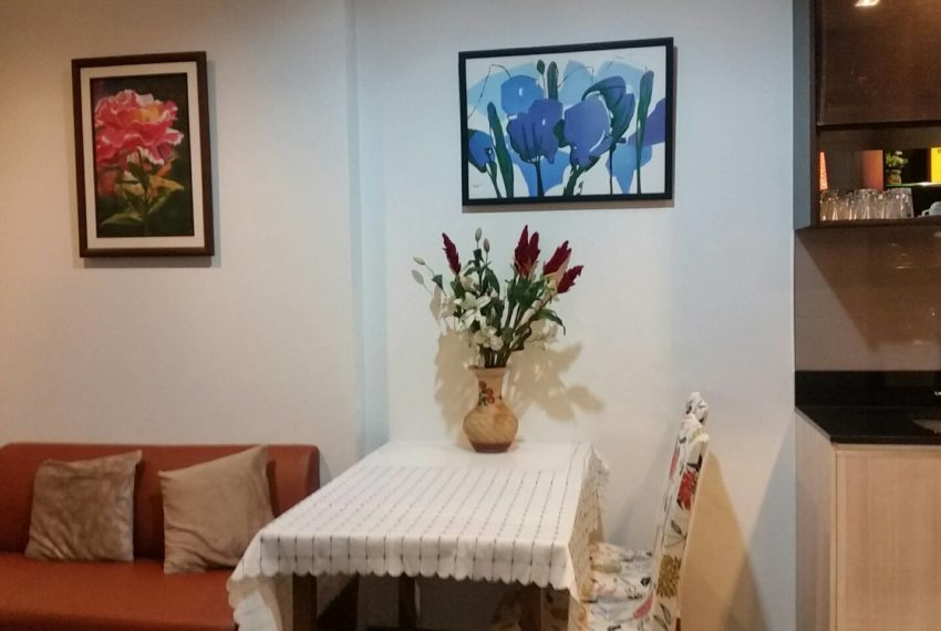 The edge Sukhumvit 23 rent - dining table2