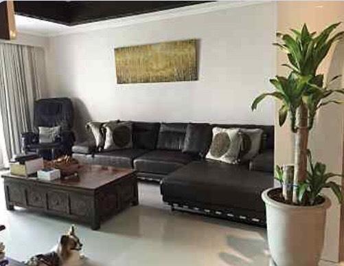 The olander-seller-living room1