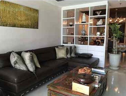 The olander-seller-living room3