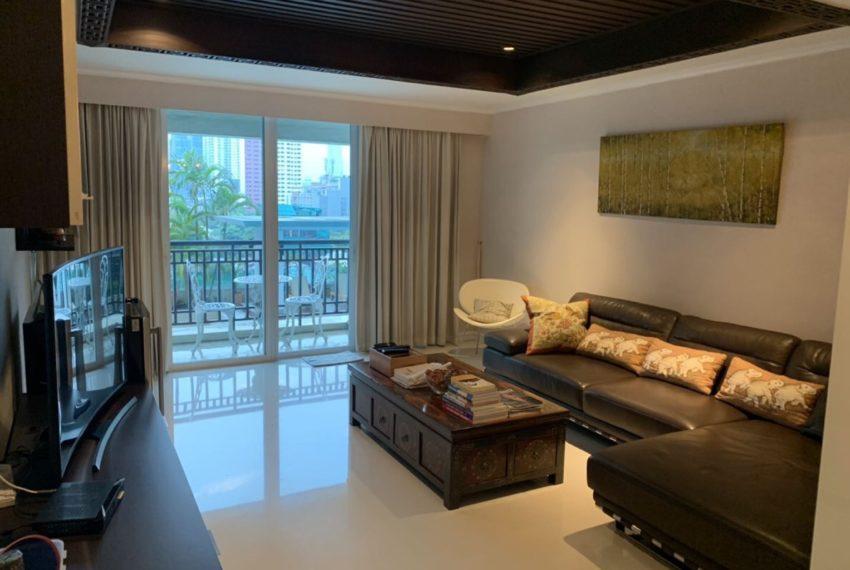 The olander-seller-living room4