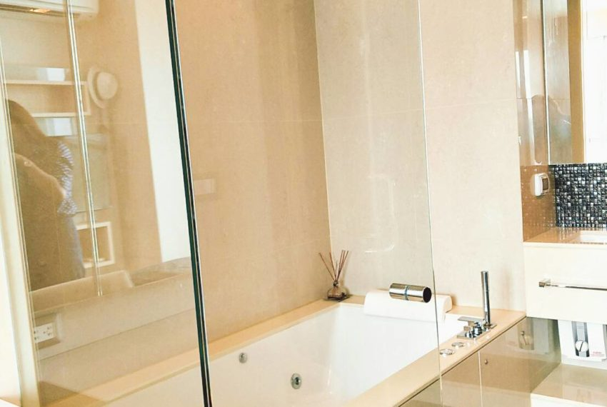 TheAddressAsoke-1b1b-sale-high-floor-bathroom