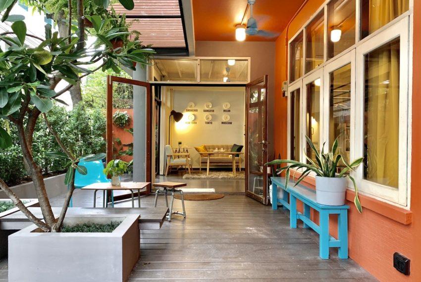 TownhomeEkamai12_Frontyard_Rent