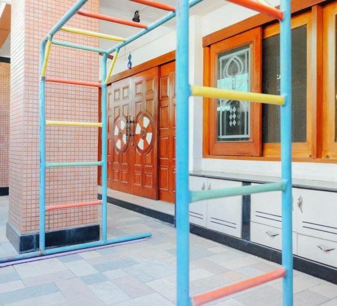 Townhouse Sukhumvit 26 for sale - entrance