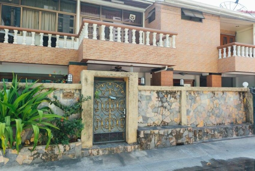 Townhouse Sukhumvit 26 for sale - fance