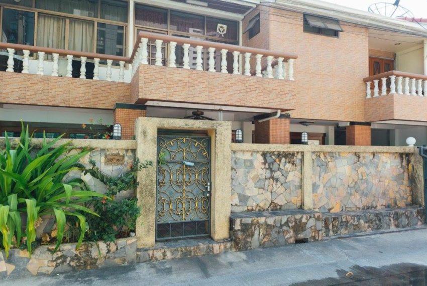 Townhouse Sukhumvit 26 for sale - fance
