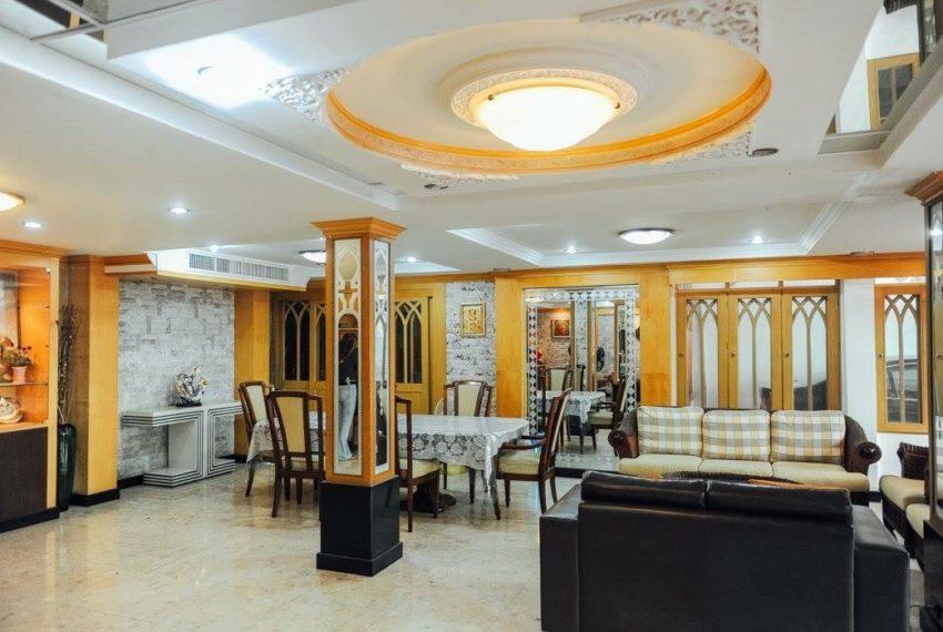 Townhouse Sukhumvit 26 for sale - nice furniture