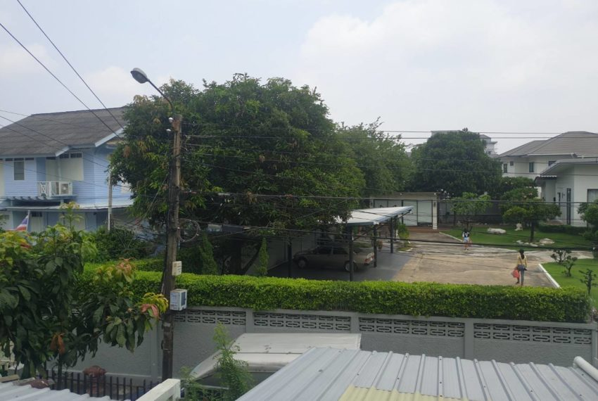 Townhouse in Sukhumvit 71 - balcony view