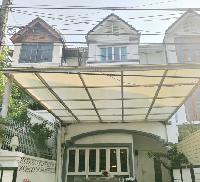 Townhouse for sale in Ekkamai - 4 Stories - Great Location