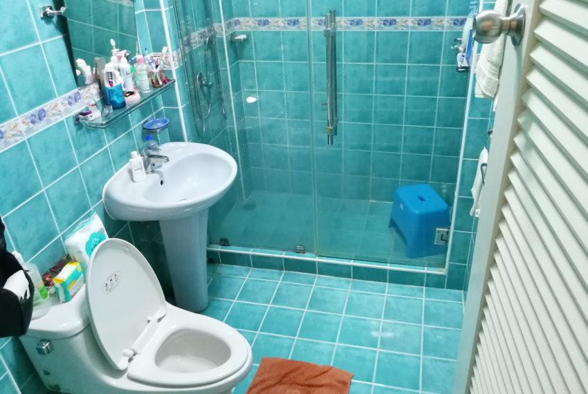 Townhouse_4FL4b5b_Bathroom2FL_Front