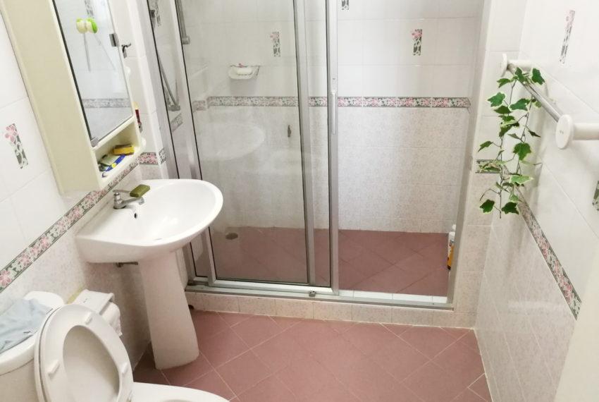 Townhouse_4FL4b5b_Bathroom3FL_Front