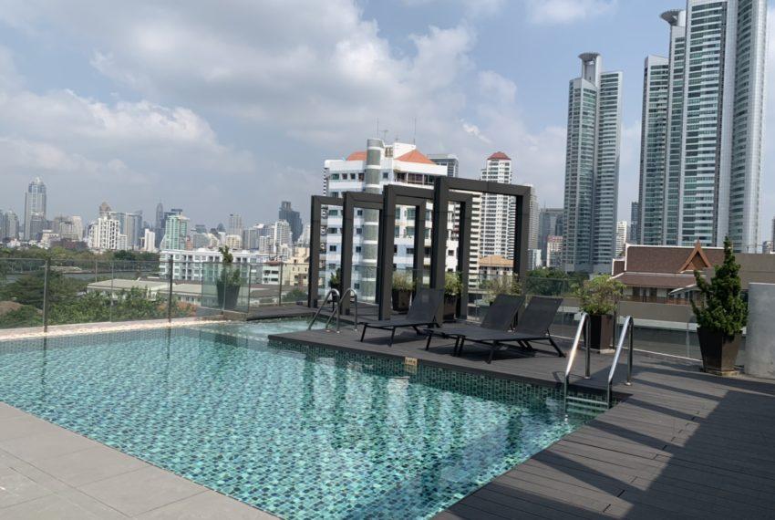 Trapezo Sukhumvit 16 - rooftop swimming pool