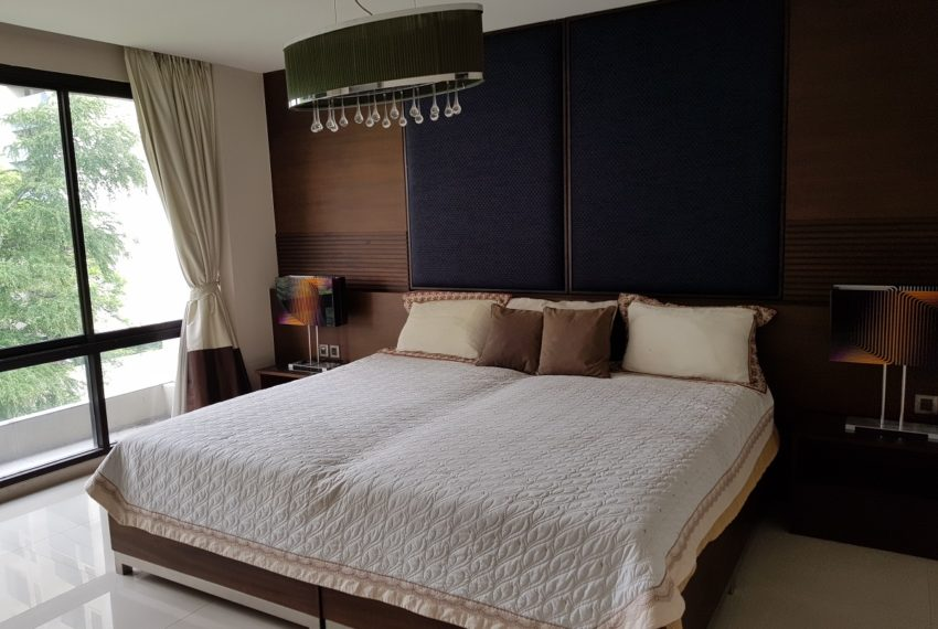 Unique House in the midst of Asoke - bedroom1