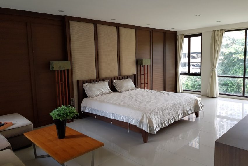 Unique House in the midst of Asoke - bedroom2