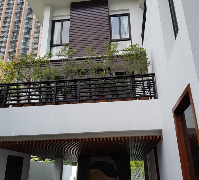 Unique House in the midst of Asoke - building