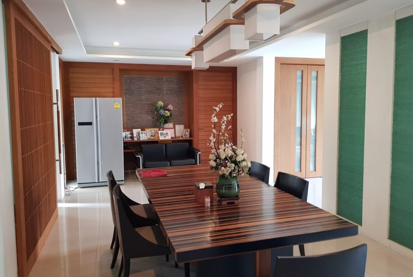Unique House in the midst of Asoke - dinning