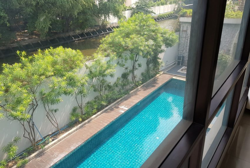 Unique House in the midst of Asoke - near channel