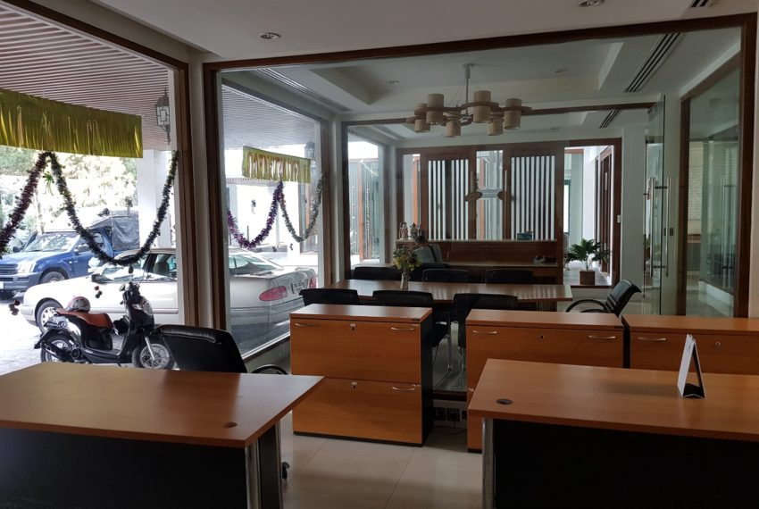 Unique House in the midst of Asoke - office