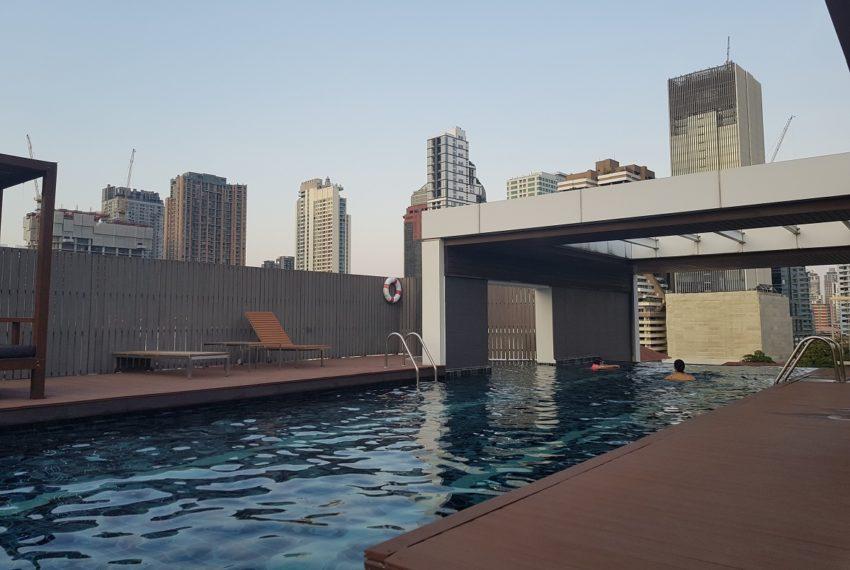 Urbana 15 - rooftop swimming