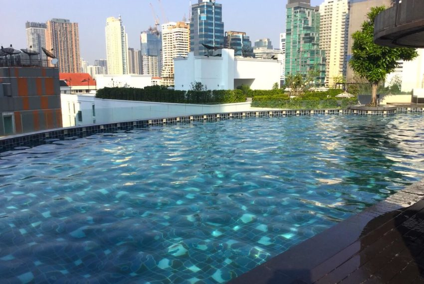 Urbana Sukhumvit 15 condo - pool area
