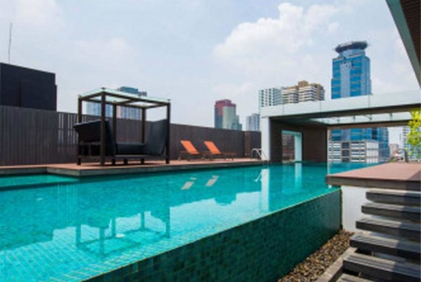 Urbana Sukhumvit 15 condo - swimming pool
