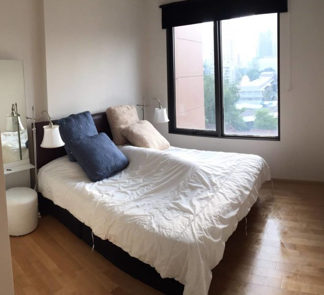 Flat for sale in Villa Asoke Condo on low floor near MRT