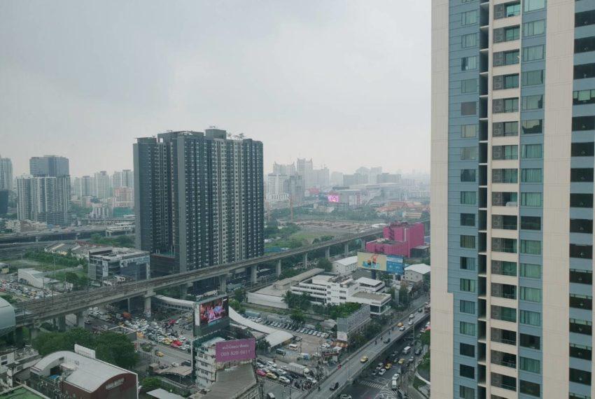 Villa Asoke 1b1b rent - balcony view