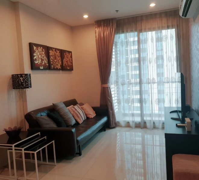 Rental 1-bedroom in Villa Asoke Condominium on high floor near MRT